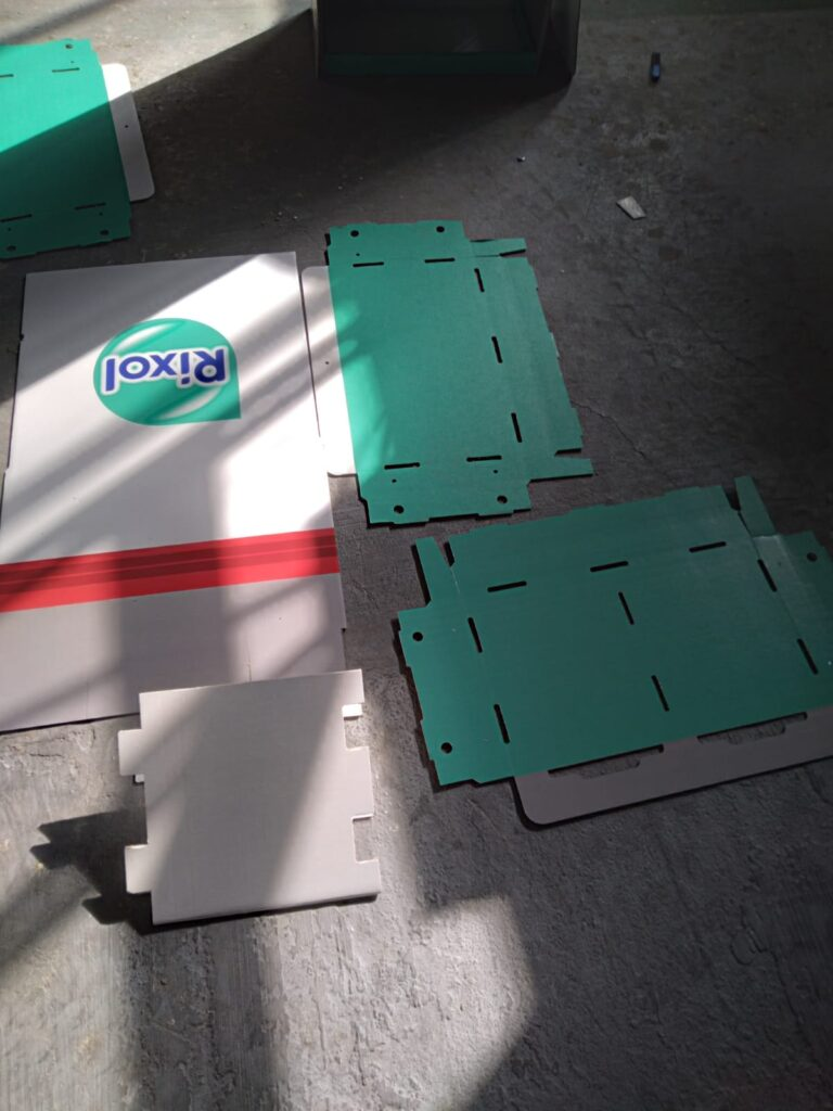 ayaklı karton stand